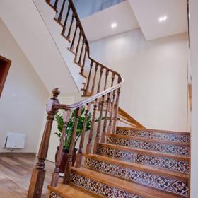 美式清新家居室內樓梯圖片
