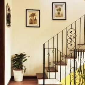 溫馨簡歐復式家居樓梯效果圖