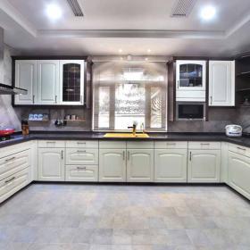 寬敞大廚房