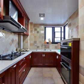 復古三居廚房整體櫥柜圖片