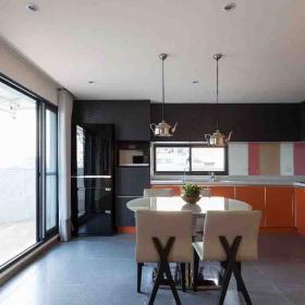 明麗可愛現代復式廚房橘色櫥柜門效果圖