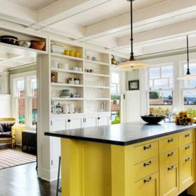 廚房-廚房的柜子很多