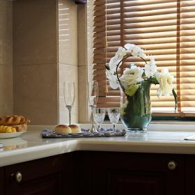 180平时尚欧式三居之厨房窗户设计效果展示
