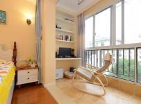 82平现代舒适二居卧室阳台装修效果图