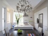 在简洁的墙面订制层板 作为收藏品的展示空间