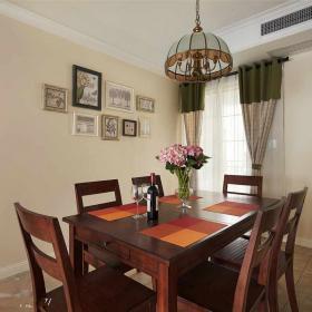 餐厅-棕红色的餐桌和椅子,配上淡颜色的墙面,明亮的窗户