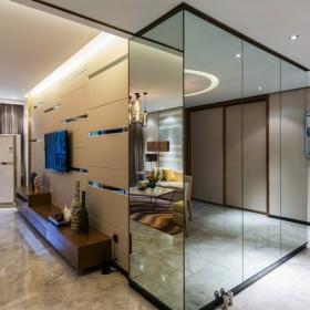 用鏡面板做柜板,大大增強了空間感