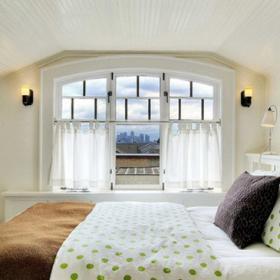 主卧-白绿相间的床单干净温馨