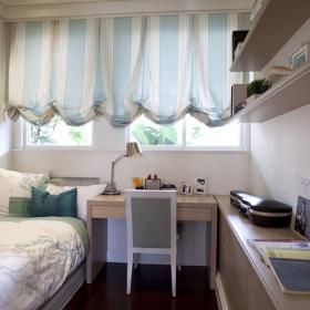 藍白的窗簾