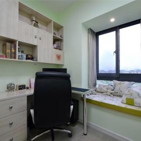 書房的輕淺色調為以后轉換兒童房做足了準備