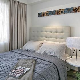 藍色系的床上用品十分助眠
