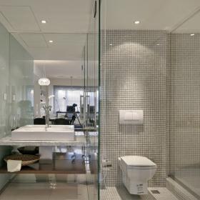 衛生間大膽采用玻璃隔門