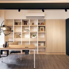 書房-原木書架+獨具一格的吊燈