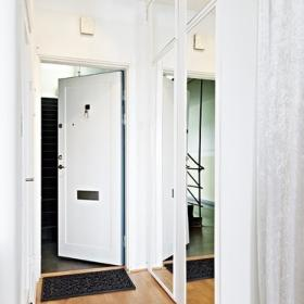 衣柜被安置在進門處