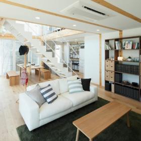 清爽日式風格復式家居客廳圖片