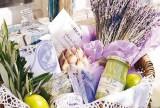 家飾紫色清新節日餐桌的裝飾方法裝修效果圖