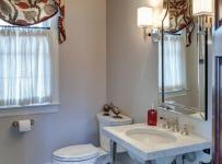 原木色小型公寓白色厨房主卫生间装修效果图