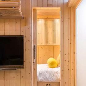 舊房改造超小戶型原木色25平老公房臥室門裝修效果圖