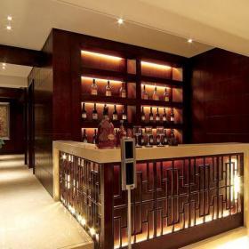 四居室原木色中式风格四居室酒柜装修效果图