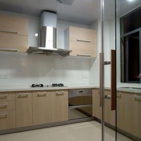 原木色简约厨房142平简约风三居室厨房橱柜装修效果图