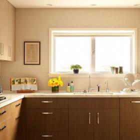 原木色简约厨房三居室130平三居简约风温馨厨房橱柜装修效果图
