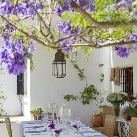紫色入戶花園別墅餐桌餐椅120㎡充滿浪漫情懷的露天餐廳裝修效果圖