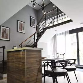70㎡的小復式公寓樓梯設計效果圖