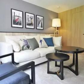 70㎡的小復式公寓客廳茶幾沙發效果圖