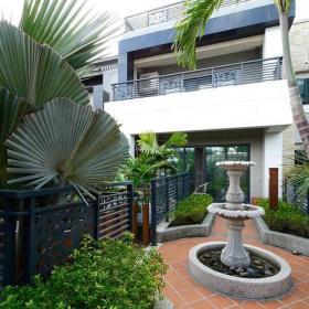现代风格别墅阳台花园设计图片效果图