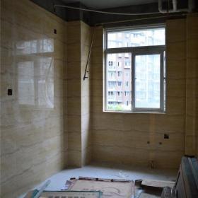 廚房貼地磚完畢,正做地面保護效果圖