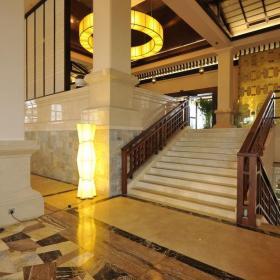 中式別墅樓梯木門大堂裝修圖片裝修效果圖