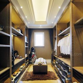 大户型吊顶衣柜带着神秘气息的欧式衣帽间效果图
