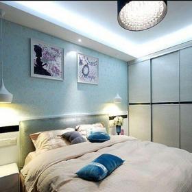 现代简约三居室卧室背景墙装修效果图