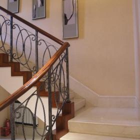 歐式風格別墅樓梯設計效果圖