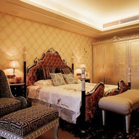 台灯双人床壁纸床头背景墙单人沙发家具墙面壁纸衣柜壁纸衣柜268㎡别墅新古典风格卧室背景墙装修图片新古