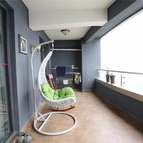现代照片墙阳台吊椅装修效果图
