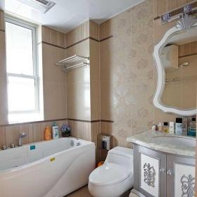 简欧风格三居室卫生间浴缸装修效果图