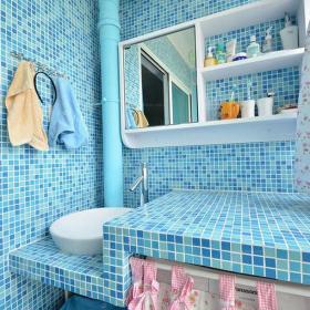 小户型卫生间马赛克背景墙北欧洗浴间宣扬你的蓝色情结装修效果图