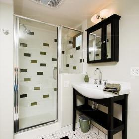 白色单身公寓卫生间淋浴房黑与白的世界一份宁静的北欧风情效果图欣赏
