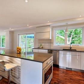 现代风格农村别墅半开放式厨房吧台装修效果图现代风格橱柜?#35745;? /></a> <div class=