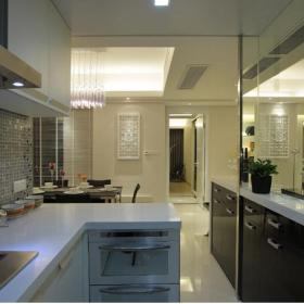 现代简约三居室厨房吧台装修效果图欣赏