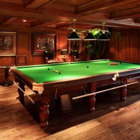 别墅休闲区台球桌图片