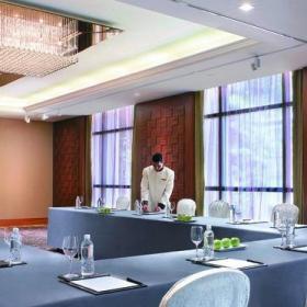北欧20平米会议室桌布效果图