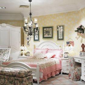 田园卧室四居室欧式田园风格女生卧室黄色碎花壁纸装修图片效果图