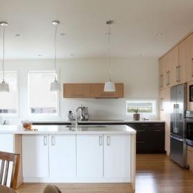 原木色91-120平米二居室环保木质厨房简约风格橱柜装修实景图效果图