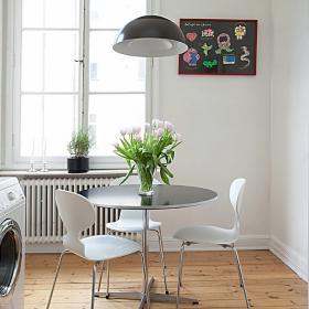 60平米功能性小户型餐厅餐桌图片